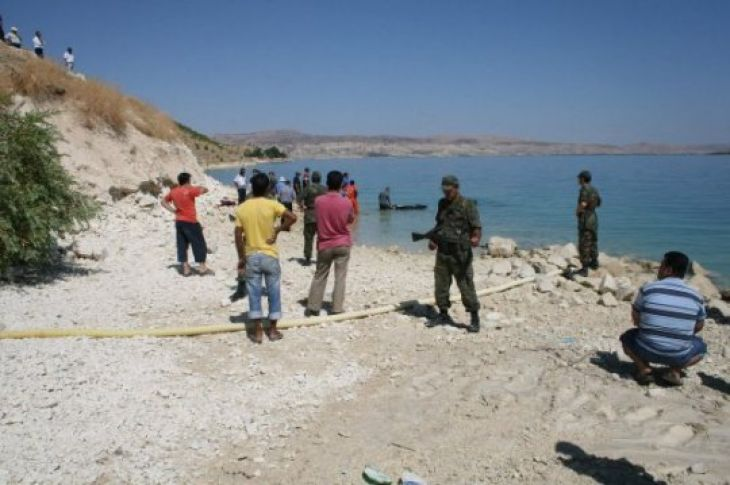Fırat'ta boğulan 2 kardeş defnedildi