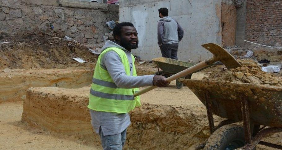 Futbola niyet, inşaata kısmet