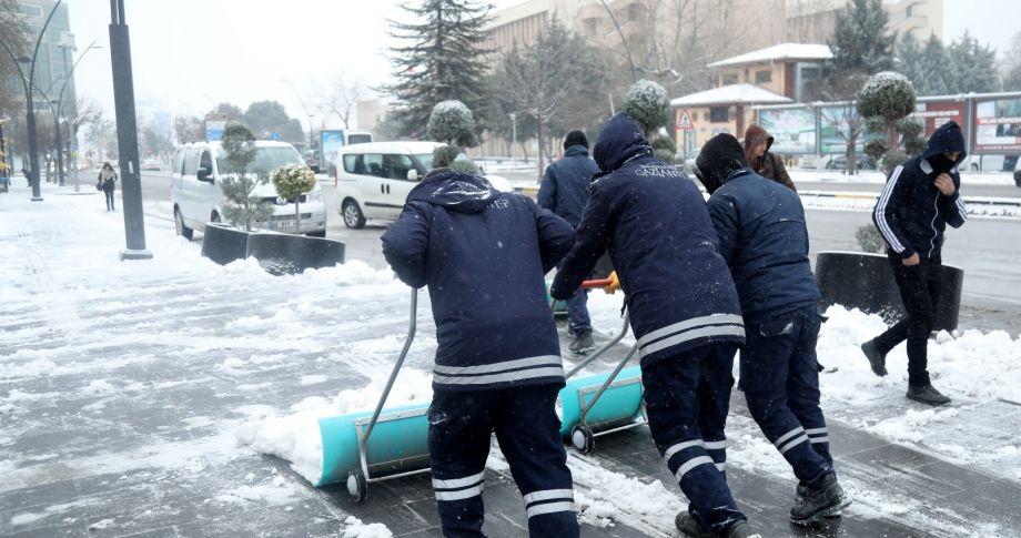Gaziantep Büyükşehir, 650 personelle karla mücadele ediyor