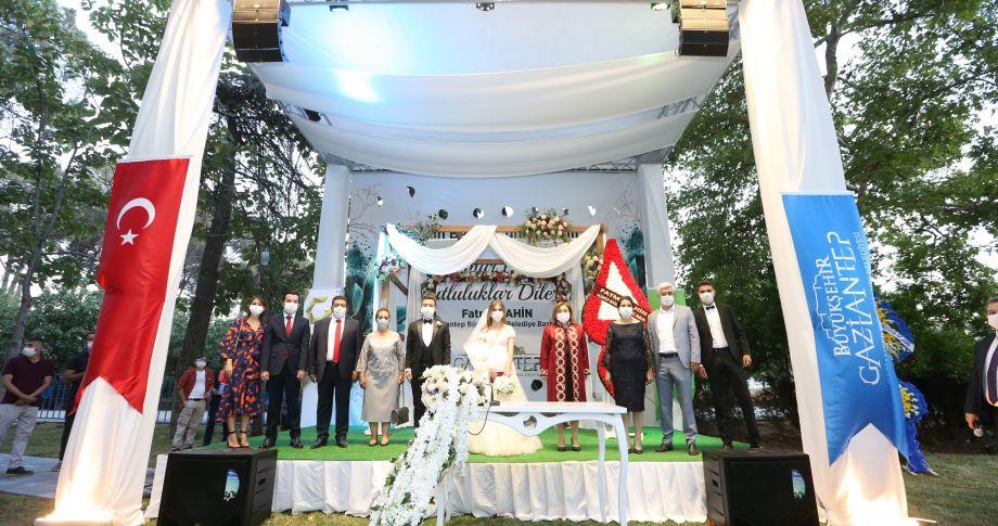 Gaziantep Büyükşehir, yeni çiftler için kentin 5 noktasında kır nikahı yeri hazırladı