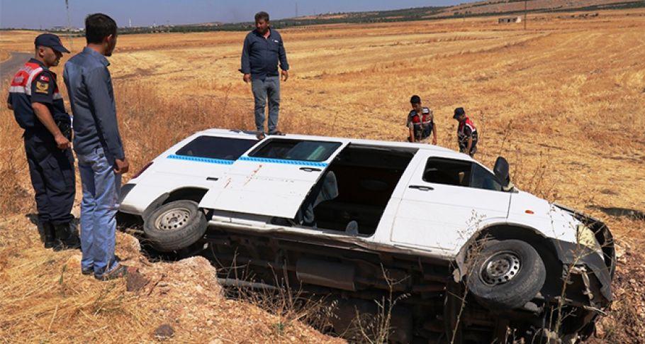 Gaziantep'te öğrenci servisi devrildi: 8'i çocuk 10 yaralı