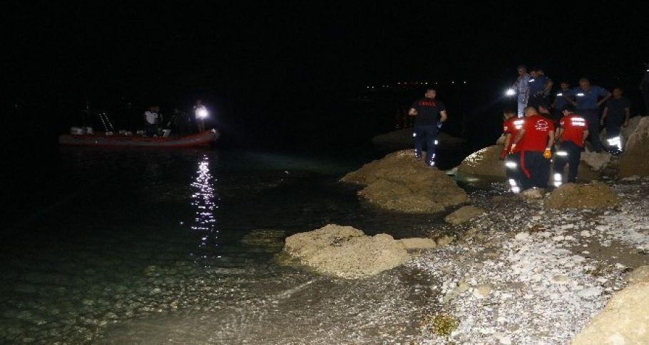Genç kız yüzmek için girdiği gölde boğuldu