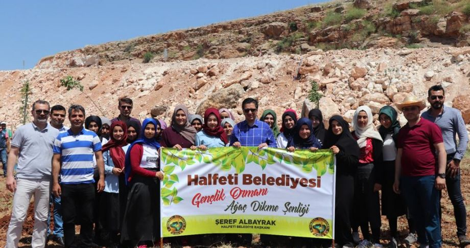 Halfeti'de 19 Mayıs Anısına Fidanlar Toprakla Buluştu