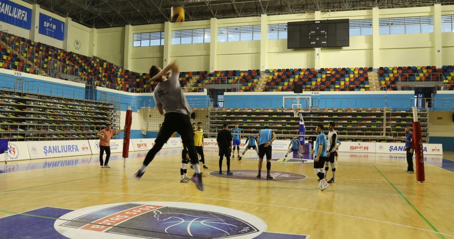 Haliliye Voleybol Takımı Niksar maçına hazır(videolu)