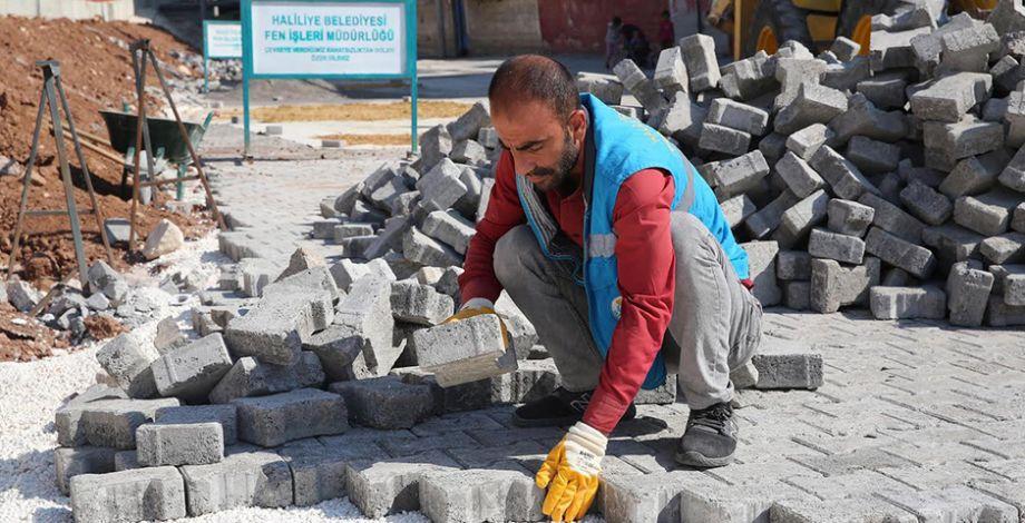 Haliliye'de beton parke taşı döşeme çalışması devam ediyor