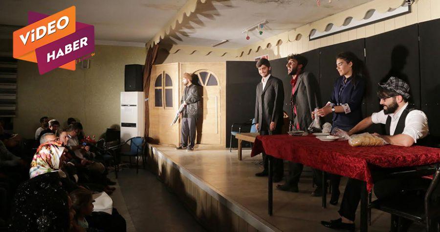 Haliliye'de 'Duvarların Ötesi' oyunu sahnelendi