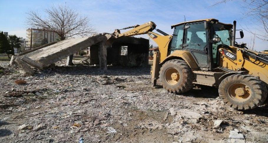 Haliliye'de metruk yapının yıkımı gerçekleşti