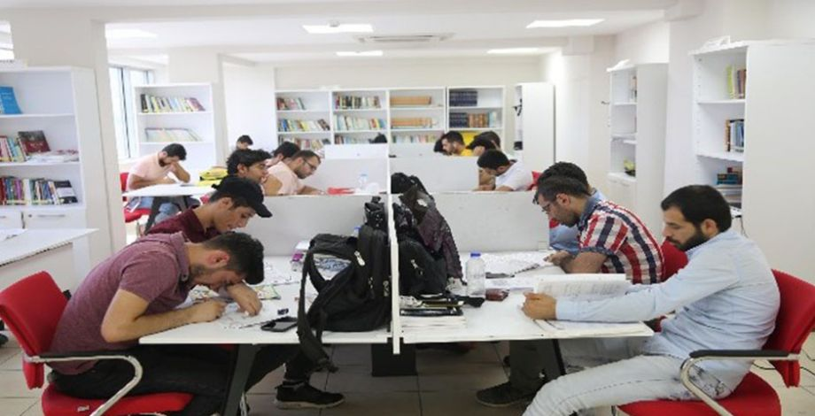 Haliliyeli 130 öğrenci üniversitesli oldu