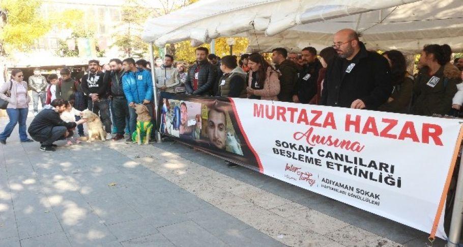 Hayatını kaybeden hayvan sever Murtaza'nın anısına mama dağıtıldı