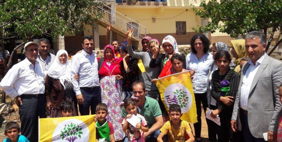 HDP Vekil Adayları Şanlıurfa'daki seçim çalışmaları sürdürüyor