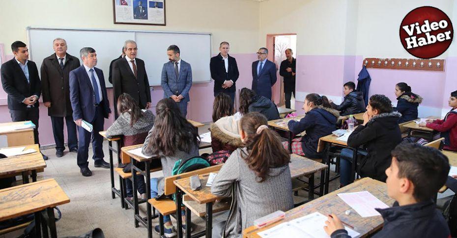 Hliliye Belediyesinden Ortaokul öğrencilerine deneme sınavı