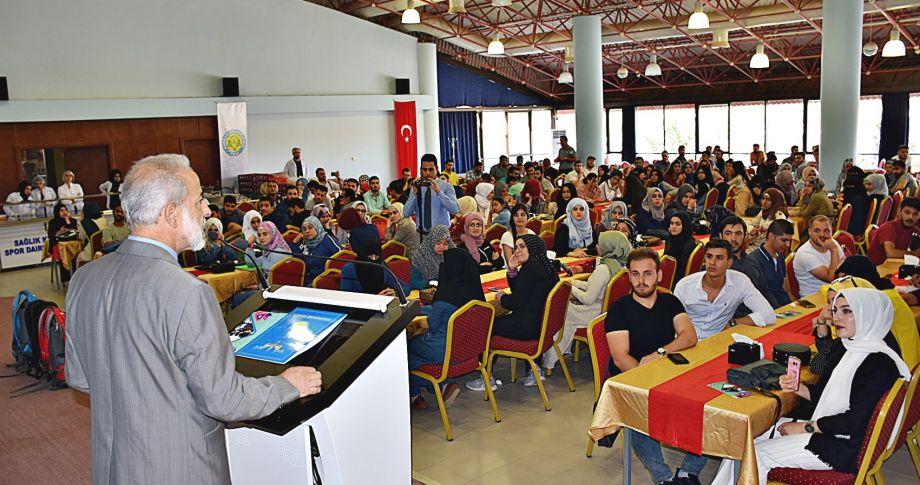 HRÜ Rektörü Çelik, Yabancı Öğrencilerle Yemekte Bir Araya Geldi
