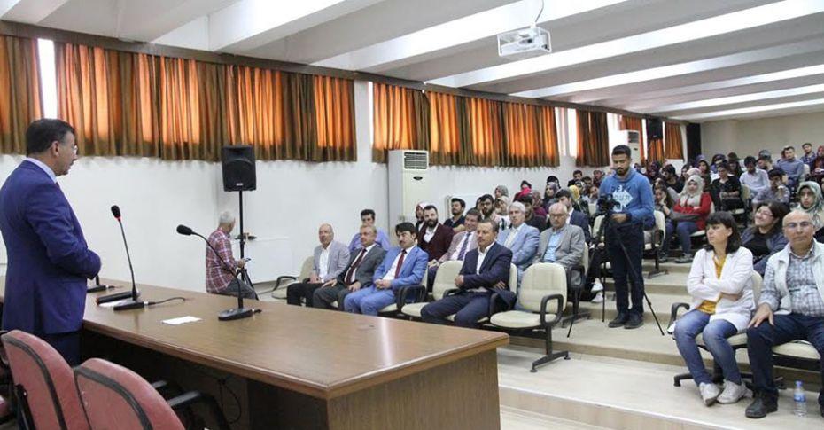 HRÜ'de 'Eğitimde İmkanlar ve Yenilikler' söyleşisi