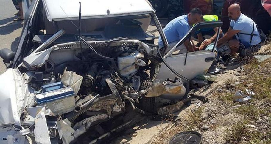 Hurdaya dönen araçlardan 3 yaralı çıktı
