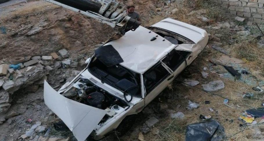 Hurdaya dönen araçtan yaralı kurtuldu