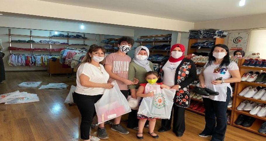 İhtiyaç sahibi ailelere giysi yardımı