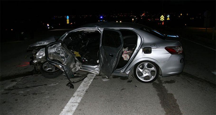 İki otomobil çarpıştı: 1 ölü, 3 yaralı !