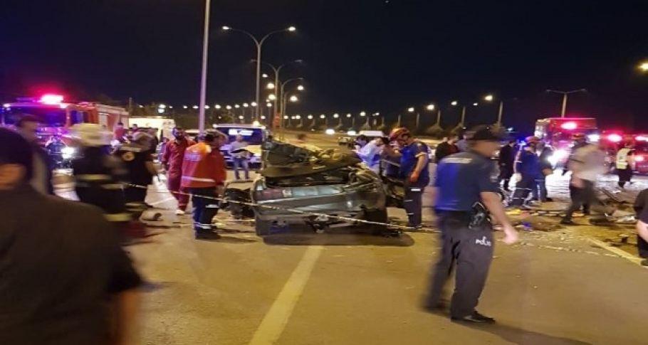 İki otomobil kafa kafaya çarpıştı 7 kişi yaralandı