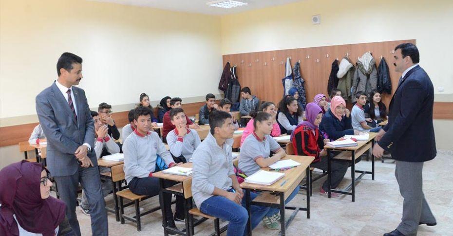 İl Milli Eğitim Müdürü Turan, yapımı tamamlanan okulu ziyaret etti