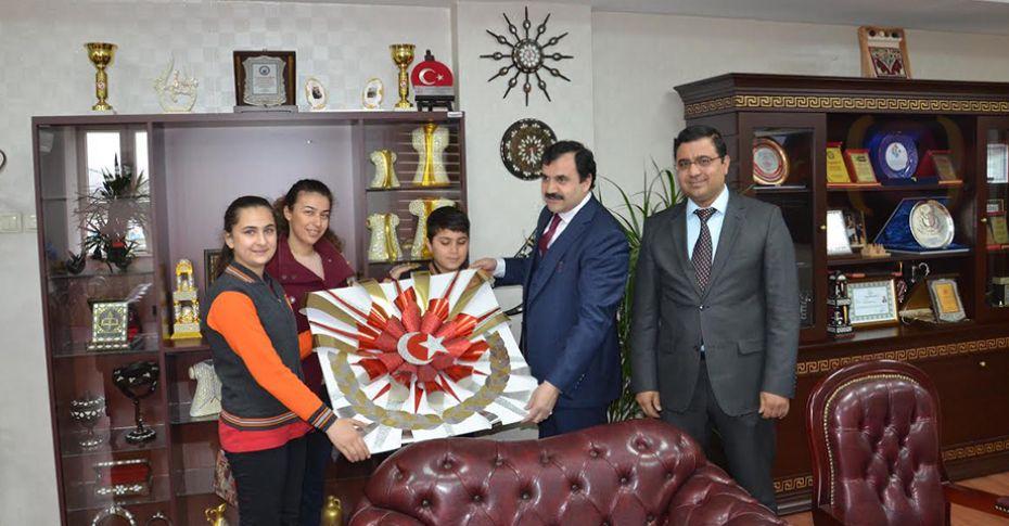 İl Milli Eğitim Müdürü Turan'a anlamlı hediye