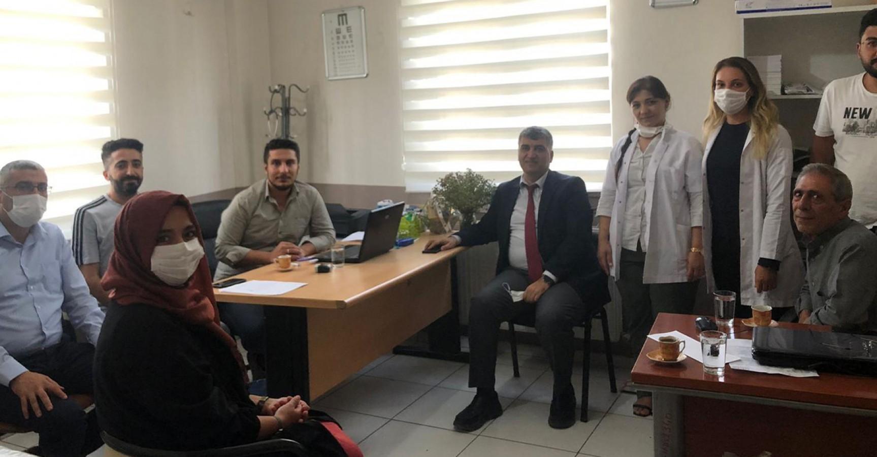 İl Sağlık Müdürü Gülüm saldırıya uğrayan doktoru ziyaret etti