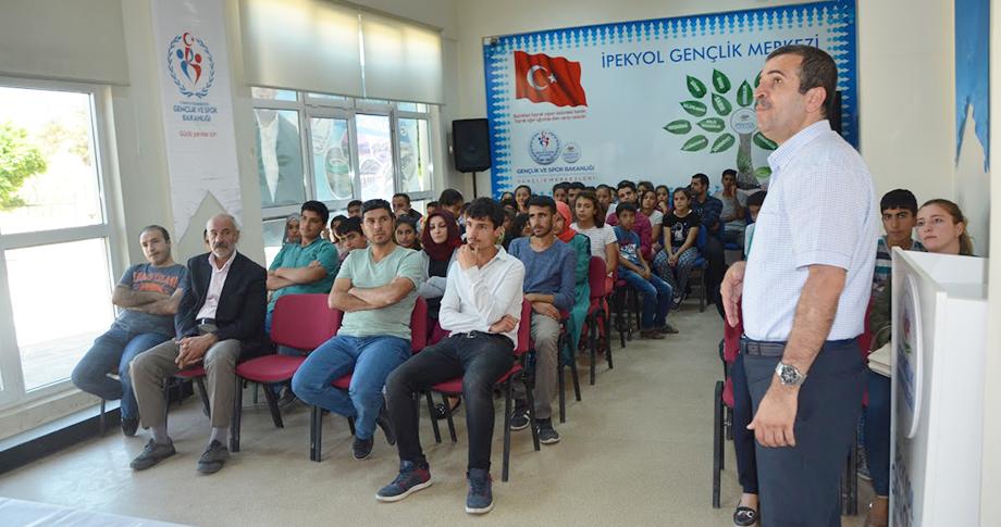 İpekyol Gençlik Merkezinde başarı ve kariyer semineri