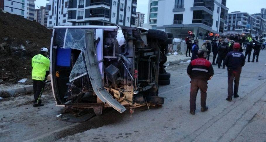 İşçi servisi devrildi: 2 ölü 20 yaralı