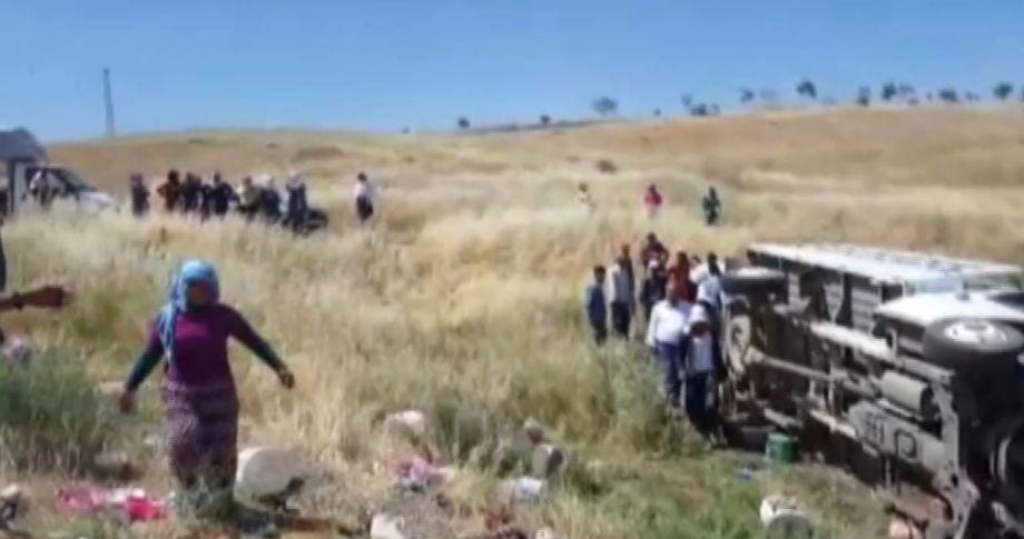 İşçileri taşıyan kamyonet devrildi: 35 yaralı