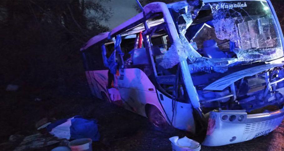 İşçileri taşıyan midibüs kaza yaptı: 1 ölü 24 yaralı
