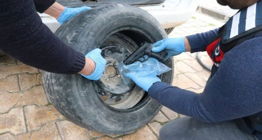 Urfa'da Kaçak 18 tabancayı stepne lastiğine gizledi