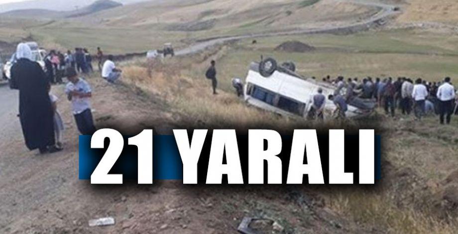 Kaçak göçmenleri taşıyan minibüs şarampole devrildi