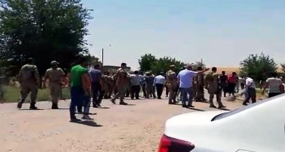 Kaçak kontrolü yapılmasını istemeyen köylüler Dicle Elektrik ekibine saldırdı