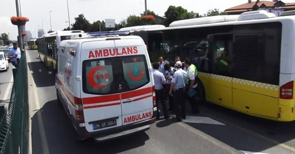 Kadıköy'de metrobüs kaza yaptı