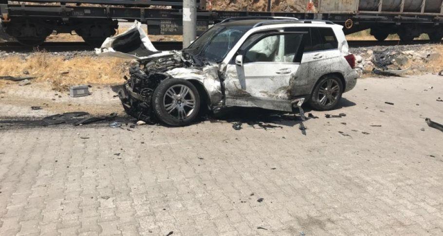 Kahramanmaraş'ta yük treni otomobile çarptı: 5 yaralı