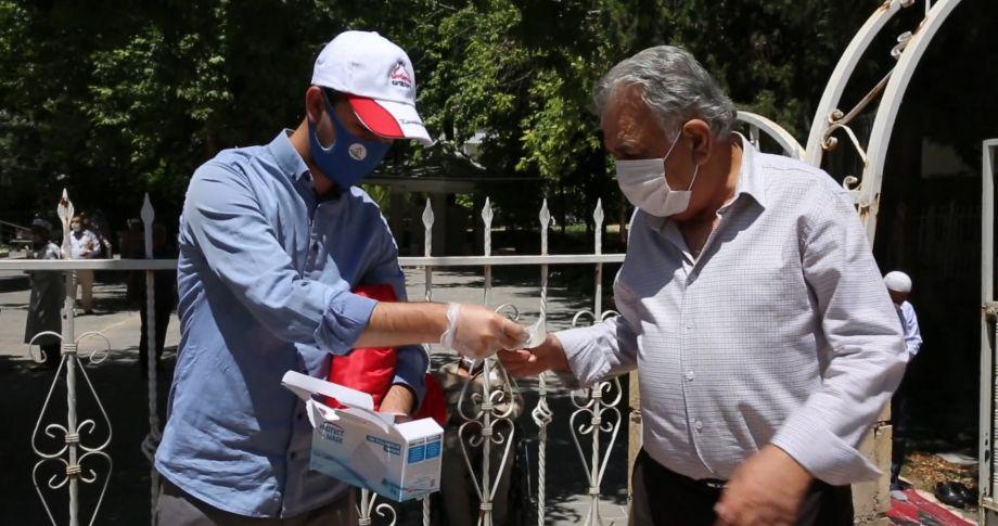 Karaköprü'de Camilerde Maske Dağıtıldı (videolu)