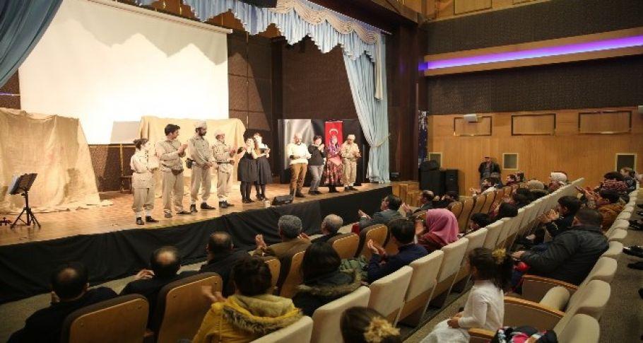 Karaköprü'de 'Çanakkale sargı yeri' oyunu sahnelendi