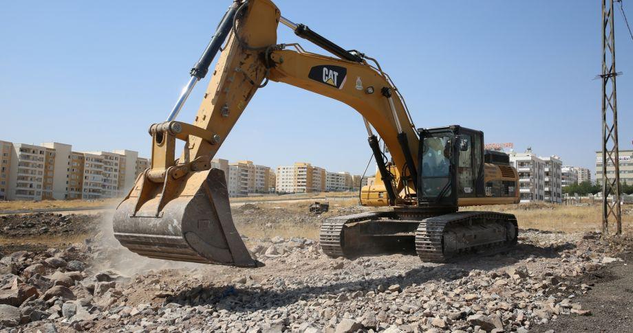 Karaköprü'de Yol Açma Çalışmaları Hız Kesmeden Sürüyor