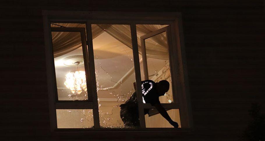 Karaman'da bir eve kurşun yağdırdılar
