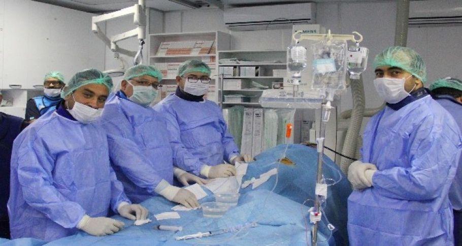 Kardiyoloji hekimleri ameliyatsız kalp deliği kapattı