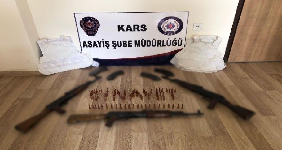 Kars'ta polisten kaçan motosikletten cephane çıktı