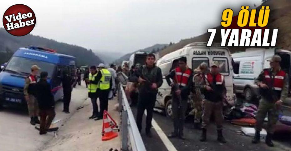 Katliam gibi kaza! kamyon ile minibüs çarpıştı...