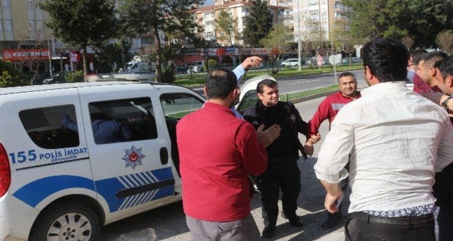Kavga ihbarına giden polise tatlı sürpriz
