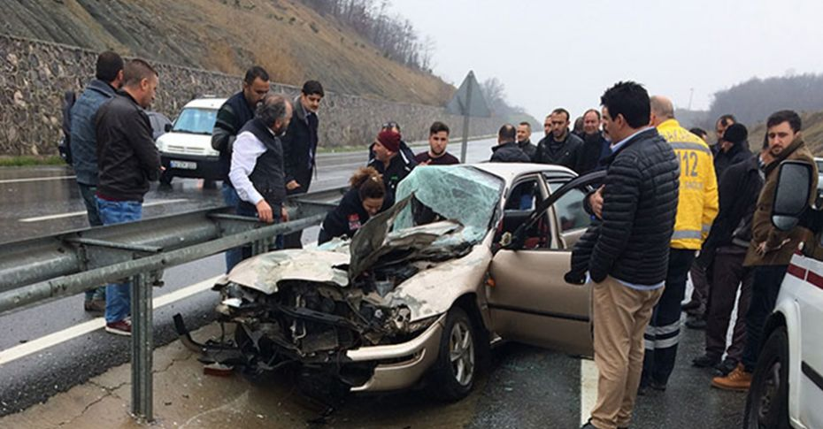 Kayganlaşan yolda kontrolden çıkan otomobil bariyerlere çarptı: 1 ölü