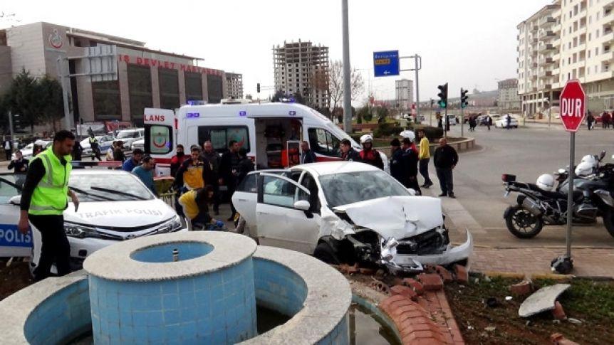 Kilis'te trafik kazası! 2'si polis 4 yaralı