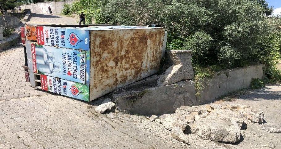 Kocaeli'de tüp yüklü kamyonet devrildi: 1 yaralı