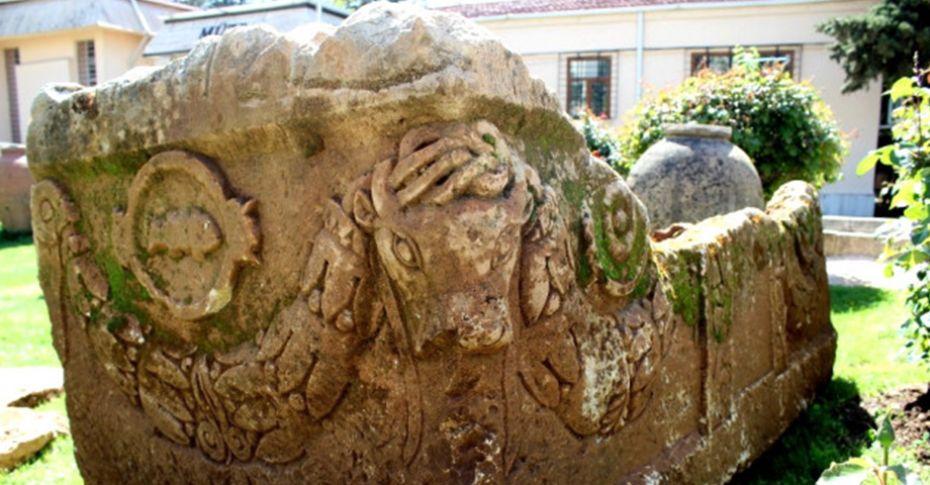 Komşu şehirde 'Boğa Başlı 1700 Yıllık Lahit' bulundu