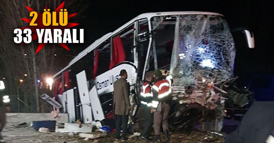Kontrolden çıkan otobüs ağaçlara çarptı!