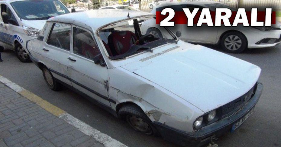 Kontrolden çıkan otomobil refüje çarptı!