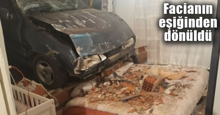 Kontrolden çıkan otomobil yatak odasına girdi