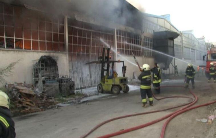 Konya'da Ham Madde Deposunda Yangın !